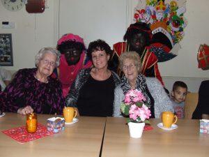 Ouderen bezoek Sint